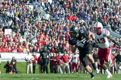 Wildcats lead Cornhuskers 14-10 despite offensive struggles