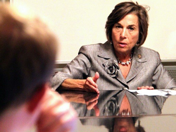 Schakowsky discusses key election issues with Northwestern students