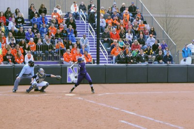 Softball: Northwestern uses sixth-inning rallies to sweep Purdue