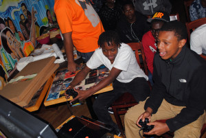 Evanston youth group hosts video game tournament, offers job opportunities