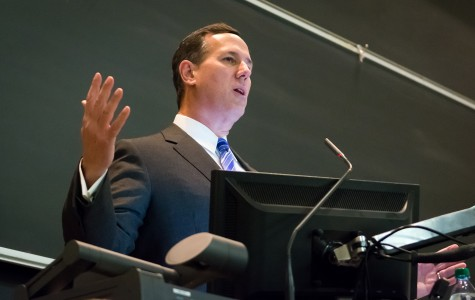 Santorum draws bipartisan crowd for national security speech