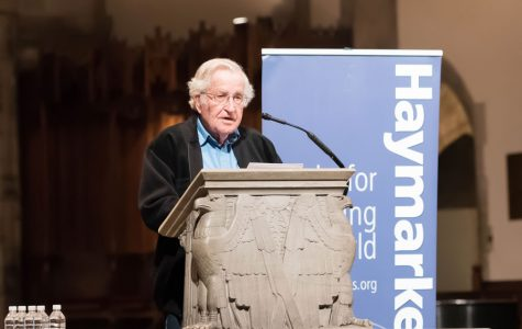 Noam Chomsky speaks in Chicago on nuclear armament, climate change