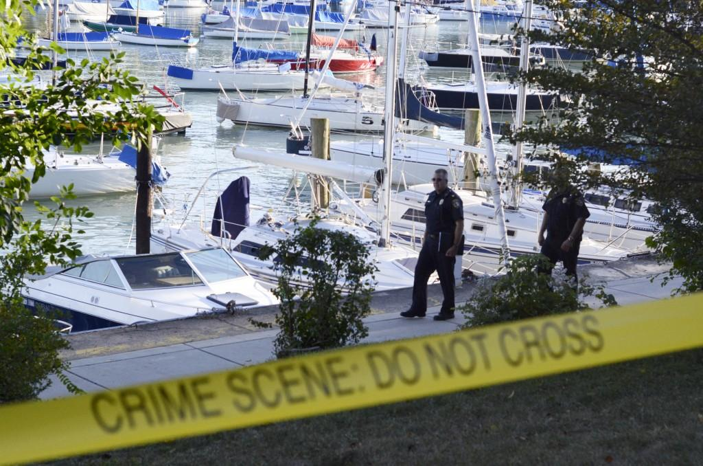 Wilmette+police+officers+examine+the+perimeter+of+the+harbor+Wednesday.+The+search+for+Maddula+began+in+the+morning+and+continued+until+sunset.