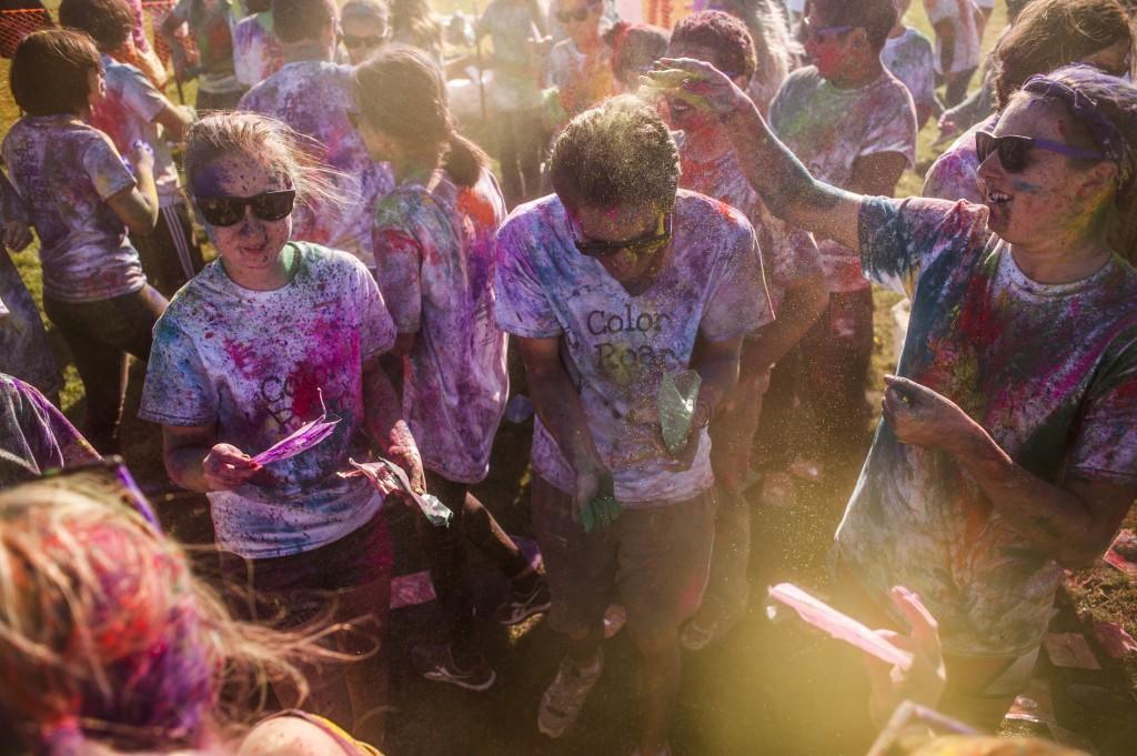 Colored+dust+fills+the+air+at+the+start+of+the+Homecoming%27s+Color+ROAR+celebration.+Participants+pelted+each+other+with+brightly+colored+powder+at+the+Lakeside+Field+event.