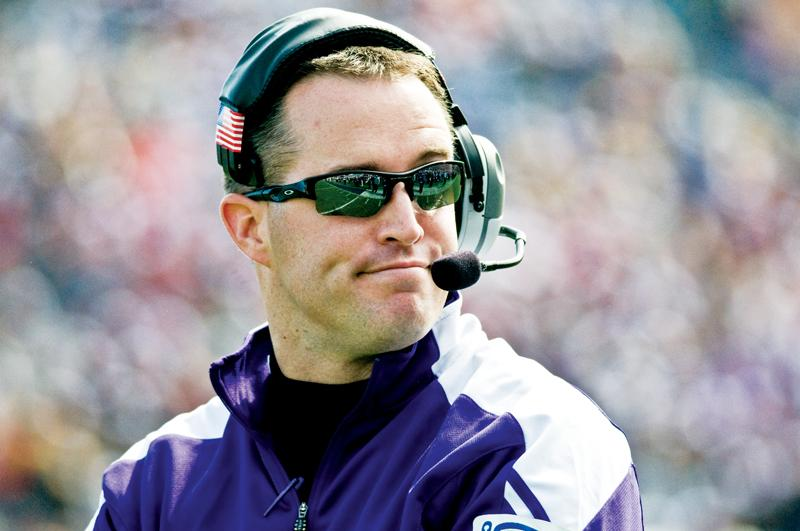 Northwestern+coach+Pat+Fitzgerald+watches+from+the+sideline+during+a+game+last+season.+On+Wednesday%2C+he+told+reporters+he+is+not+worried+about+living+up+to+the+growing+expectations+for+the+Wildcats+this+season.