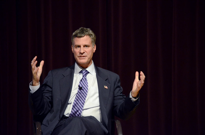 Alan+Krueger%2C+chairman+of+the+White+House+Council+of+Economic+Advisers%2C+explains+the+economic+recovery+to+hundreds+of+students%2C+faculty+members+and+Evanston+residents+at+Norris+University+Center+on+Monday.+Krueger+said+the+U.S.+economy+is+%22slowly+healing%22+from+an+economic+crisis.