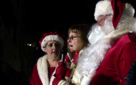 Evanston kicks off holiday season with tree lighting