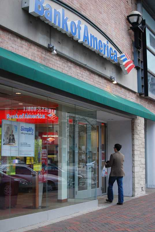 Bank+of+America+will+close+its+downtown+Evanston+branch+next+month%2C+citing+overlapping+service+between+the+branch+and+another+one+about+a+half+mile+away.