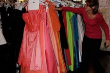 Woman's Club of Evanston, ETHS students dress up senior girls for prom