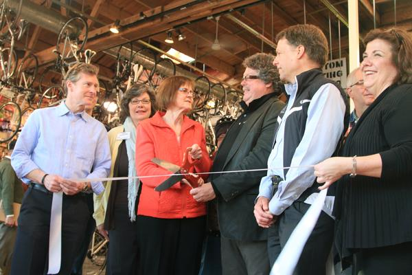 Wisconsin-based bicycle store Wheel & Sprocket opened its first Illinois branch in downtown Evanston on Thursday.