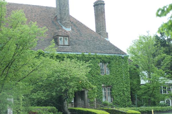 Evanston Mayor Elizabeth Tisdahl on Monday night responded to an online petition urging the city to stop the sale of the Harley Clarke Mansion, 2603 Sheridan Road. Tisdahl said the city can no longer afford to maintain the lakefront property.