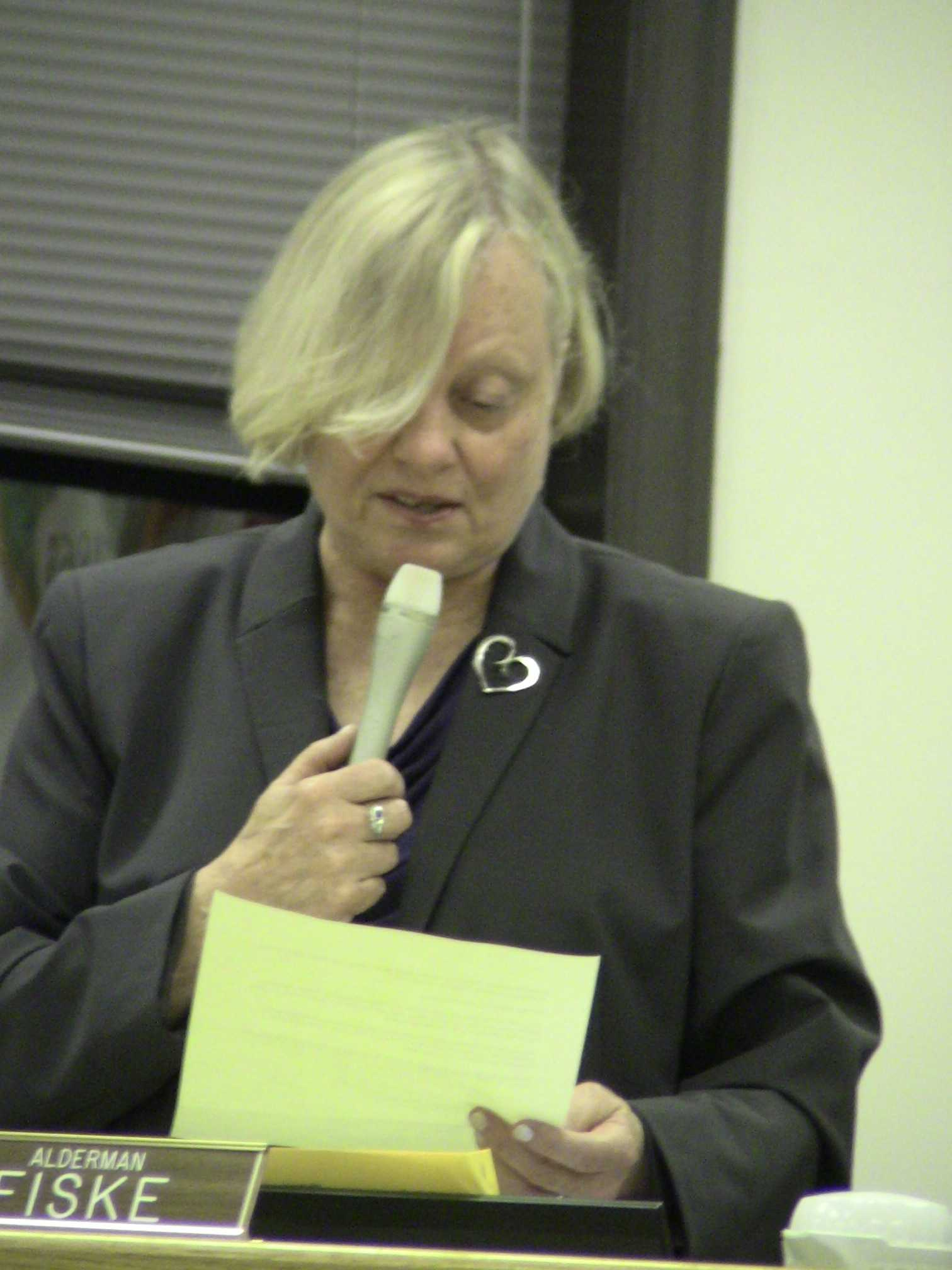 Ald. Judy Fiske (1st) reads a letter from a Northwestern faculty member saying he resigns because of student misbehavior. She said the letter is addressed to University President Morton Schapiro and was mailed to her.