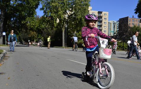 Hundreds bike Ridge Avenue in annual event