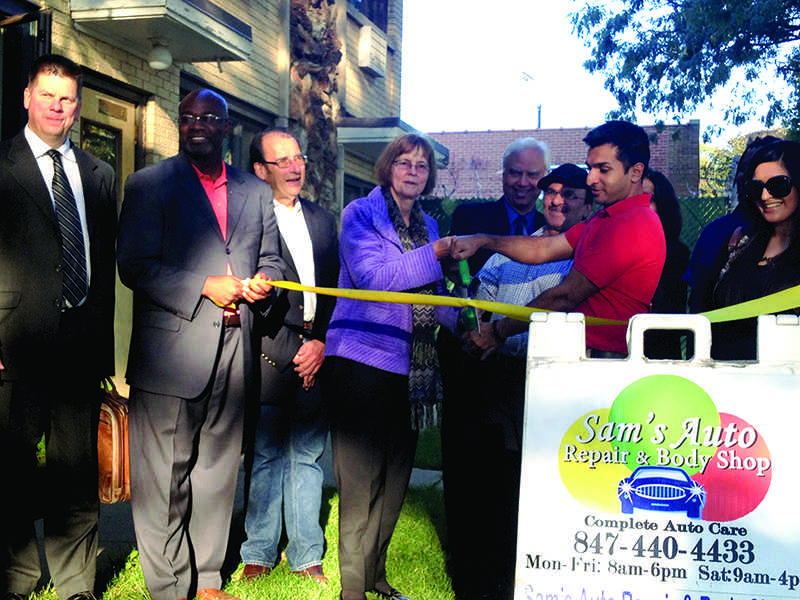 Evanston+Mayor+Elizabeth+Tisdahl+%28center%29+helps+cut+the+ribbon+on+Sam%27s+Auto+Repair+%26+Body+Shop%2C+2311+Main+St.+The+business+celebrated+its+official+opening+Wednesday+evening.+%0D%0A