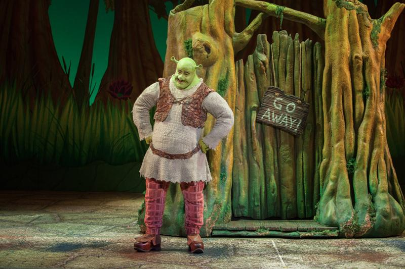 Perry+Sook+performs+as+Shrek+during+%22Shrek+the+Musical%27s%22+2013+tour.+The+Dolphin+Show+will+bring+the+musical+to+Northwestern%27s+Cahn+Auditorium+early+next+year.%0D%0A