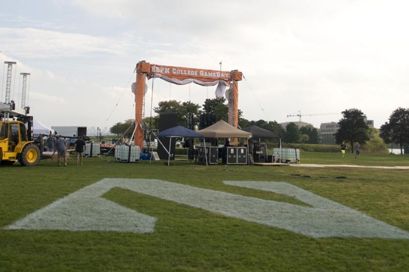 Crew+set+up+the+stage+Thursday+for+ESPN%27s+%E2%80%9CCollege+GameDay%2C%E2%80%9D+which+will+broadcast+from+the+north+section+of+the+Lakefill+at+8+a.m.+Saturday.+University+officials+have+spent+the+week+preparing+for+the+show+and+other+Homecoming+weekend+events.
