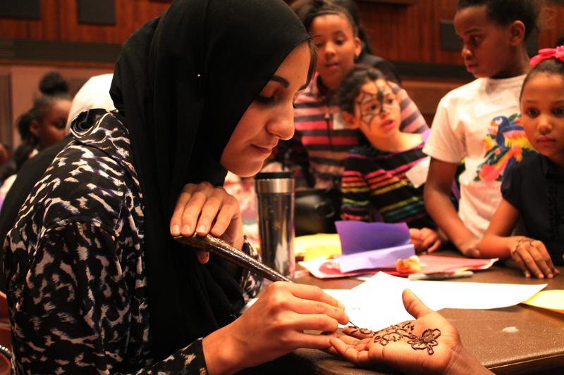 A+Northwestern+student+gives+a+henna+tattoo+to+a+Project+Pumpkin+participant.+The+Muslim-cultural+Student+Association+set+up+a+booth+at+the+event.%0D%0A