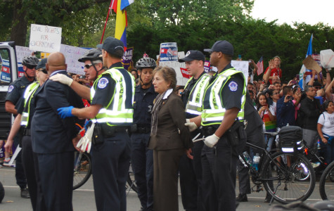 Rep. Jan Schakowsky 'proud to join' arrested protesters
