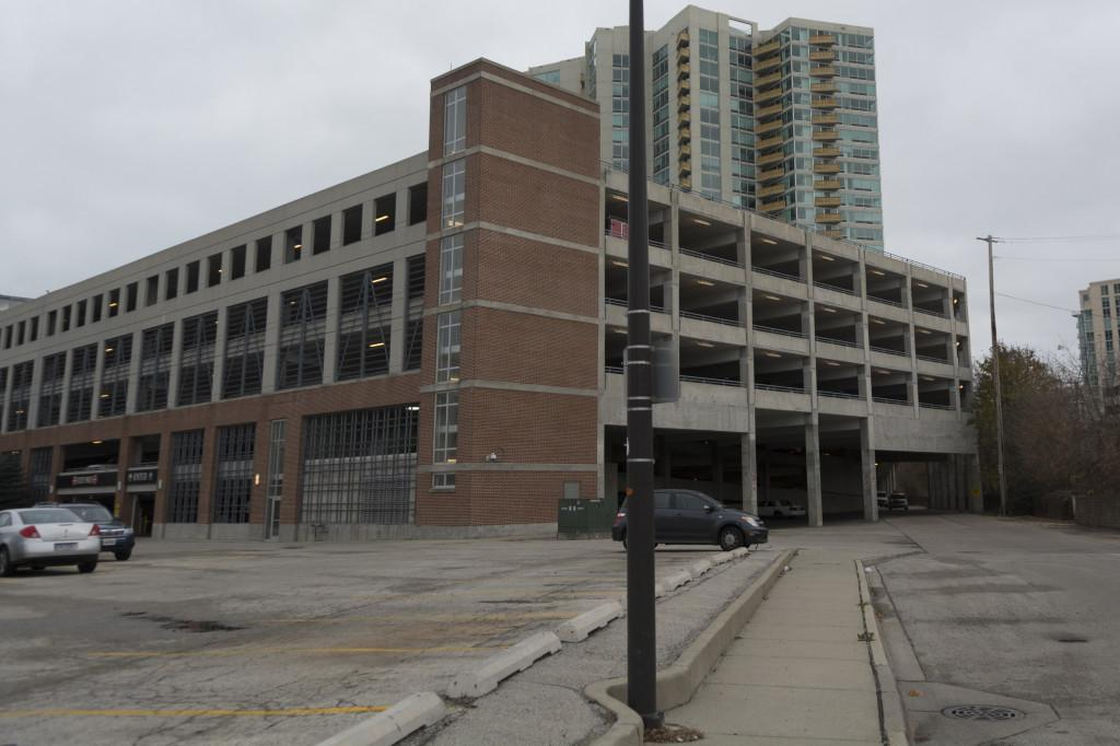 Police+say+a+22-year-old+woman+jumped+off+a+parking+garage+in+downtown+Evanston+on+Friday+morning.+The+parking+garage%2C+1800+Maple+Ave.%2C+is+about+two+blocks+west+of+the+Northwestern+campus.+