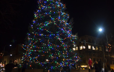 Hundreds kick off holiday season in downtown Evanston