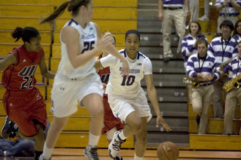 +Nia+Coffey+raced+ahead+of+all+her+teammates+in+Northwestern%E2%80%99s+victory+over+Hofstra+on+Wednesday.+The+freshman+forward+scored+a+game-high+27+points.%0A