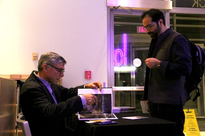 Robert+Nickelsberg%2C+photojournalist+for+TIME+Magazine%2C+signs+copies+of+his+new+book+after+giving+a+presentation+at+Northwestern+on+photography+and+Afghanistan.+Nickelsberg%E2%80%99s+book%2C+Afghanistan%3A+A+Distant+War%2C+features+his+photography+of+the+region.