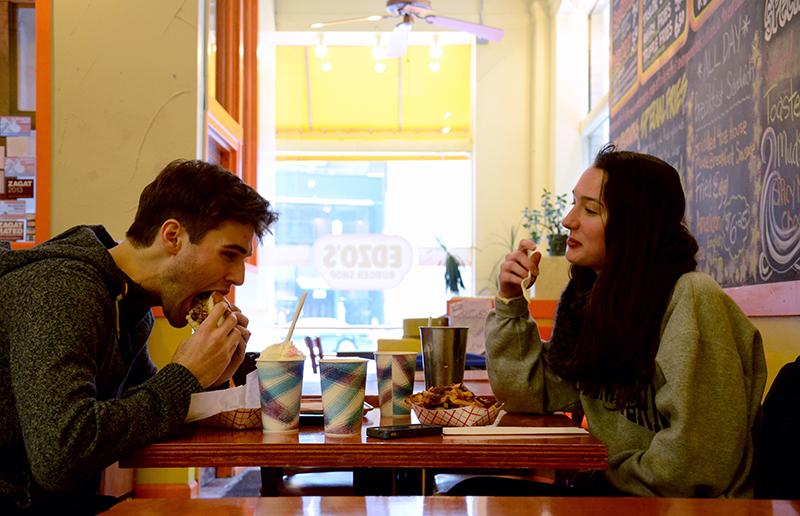 Communication+sophomores+Kees+Devos+and+Haley+Hart+share+a+meal+at+Edzo%27s+Burger+Shop.+Edzo%27s+will+extend+its+open+hours+to+10+p.m.+Tuesdays+through+Saturdays+starting+next+week.