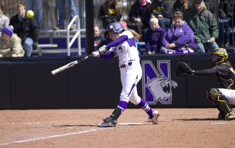 Softball: Northwestern trumps No. 3 Washington, ends weekend 3-2