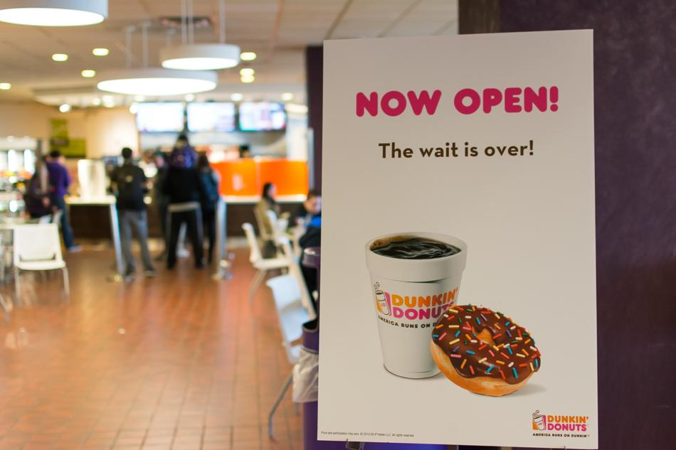 Northwestern+students+wait+in+line+Monday+afternoon+at+the+new+Dunkin%E2%80%99+Donuts+in+Norris+University+Center.+The+restaurant+replaced+a+space+previously+occupied+by+Frontera+Fresco.
