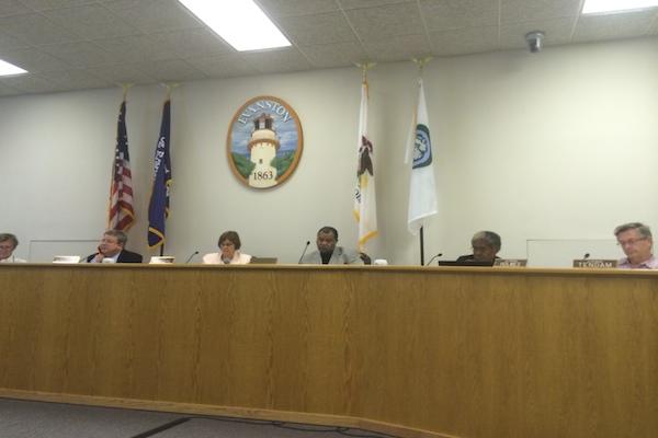 Aldermen discuss a plastic bag ban for some Evanston businesses at the City Council meeting Monday.