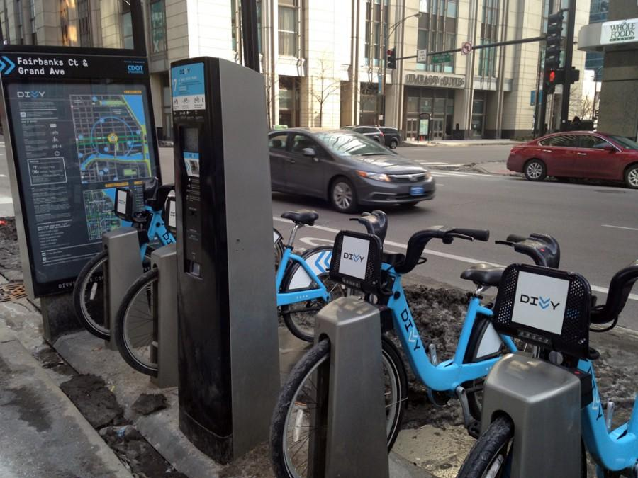 Divvy+bikes+sit+at+a+rental+station+in+the+city+of+Chicago.+The+bike+sharing+service+will+come+to+Evanston+in+spring+2015.+