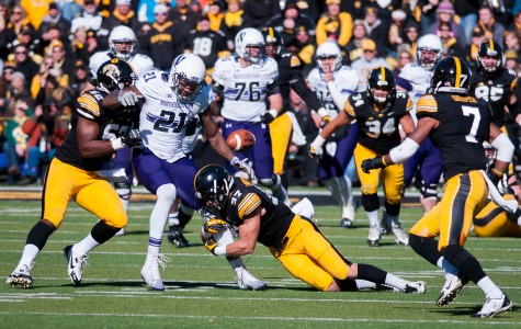 Football: Wildcats flounder against Hawkeyes in worst performance of the season