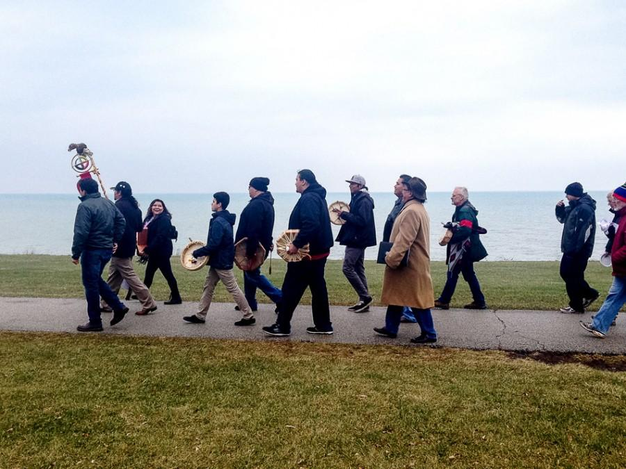 A+group+of+Evanston+and+Chicago+community+members+march+along+The+Lakefill+on+Saturday+afternoon.+The+crowd+gathered+for+a+commemoration+of+the+Sand+Creek+Massacre+held+by+the+Native+American+and+Indigenous+Students+Alliance.