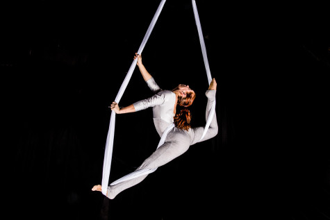 Actors Gymnasium winter show 'Circuscope' shrinks circus to microscopic size