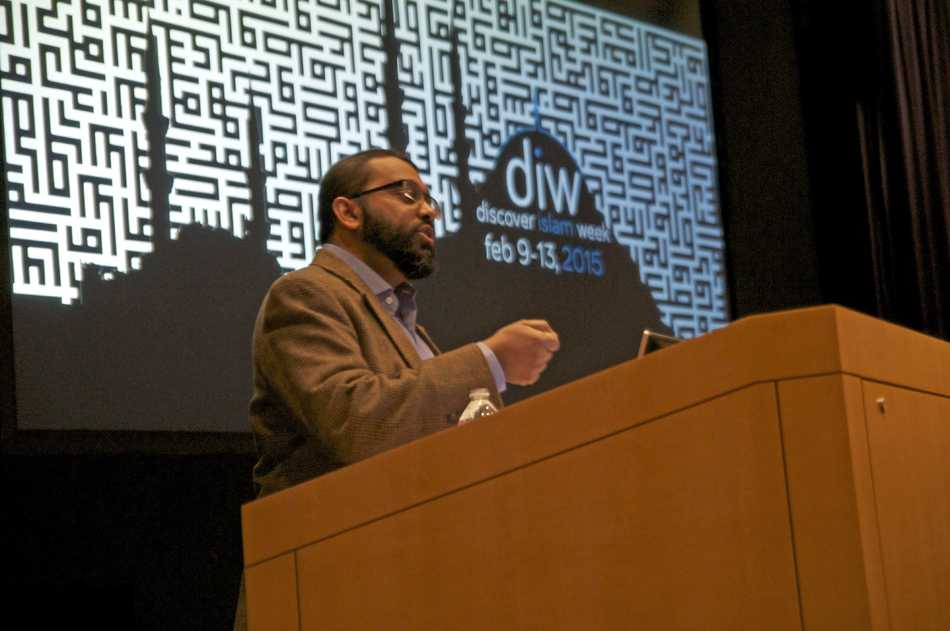 Imam Shiekh Yasir Qadhi speaks during the Muslim-cultural Students Association keynote event that finalized the group's annual Discover Islam Week. Qadhi spoke about the importance of freedom of speech and experiences of Muslims living in the Western culture.
