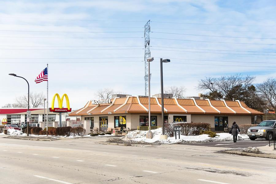 McDonald%E2%80%99s%2C+pictured+here+at+1919+Dempster+St.%2C+employs+people+at+the+minimum+wage.+Recent+efforts+on+a+statewide+and+Chicago+level+to+raise+the+minimum+wage+have+raised+questions+of+a+possible+wage+hike+among+some+Evanston+residents.