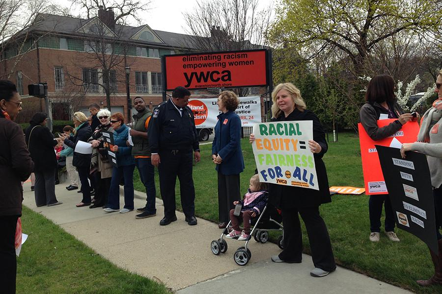 People+line+the+sidewalks+in+front+of+the+YWCA+Evanston%2FNorth+Shore+for+the+annual+Stand+Against+Racism.+Around+3%2C000+people+participated+in+the+Evanston+event+this+year%2C+the+largest+number+of+participants+the+city+has+seen.