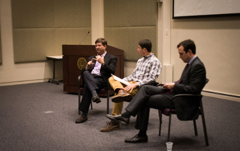 Weinberg junior Jonathan Kamel moderates a conversation between former Rep. Brad Schneider and Republican Jewish Coalition Midwest coordinator Jeremy Wynes. Schneider and Wynes discussed U.S.-Israel relations and the pending Iran nuclear deal, advocating strong bipartisan support of Israel.