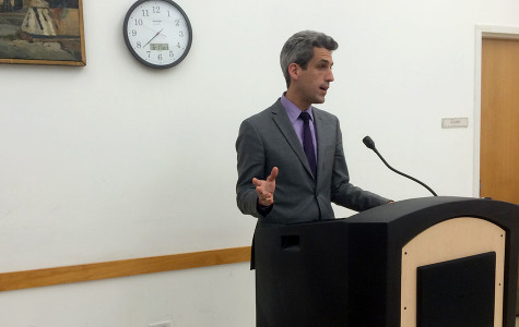 State Sen. Daniel Biss dishes out bleak predictions for state budget crisis at town hall meeting