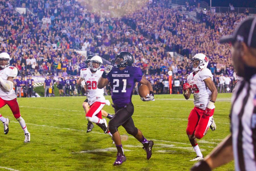 Justin+Jackson+dashes+past+a+pack+of+Ball+State+defenders.+The+sophomore+running+back+set+a+career+high+with+184+yards+on+the+ground+Saturday.+