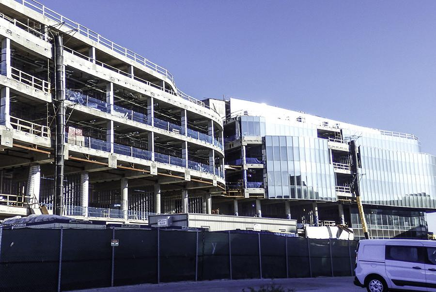 Construction+continues+on+the+new+Kellogg+School+of+Management+building.+Renovations+and+construction+on+the+new+Kellogg+building+and+Kresge+Hall+are+on+schedule+to+be+completed+by+the+end+of+2016.