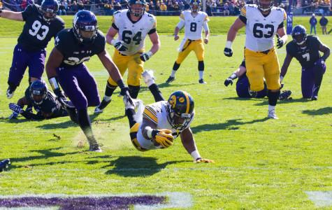 Football: Wildcats suffer second straight blowout, fall to Hawkeyes 40-10