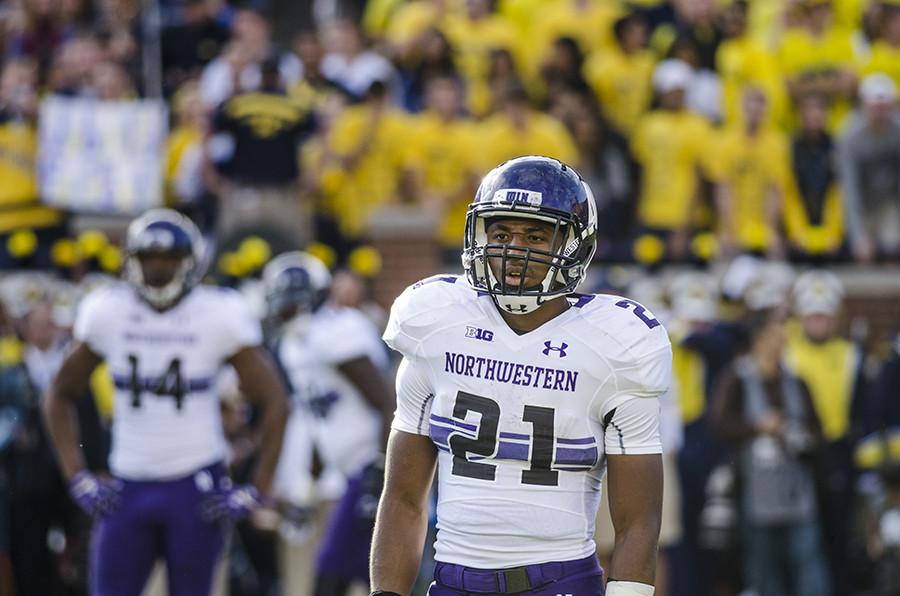 Justin+Jackson+looks+to+the+sideline+for+a+play+call.+The+sophomore+running+back+believes+running+the+ball+effectively+will+continue+to+be+essential+to+Northwestern%E2%80%99s+offense.