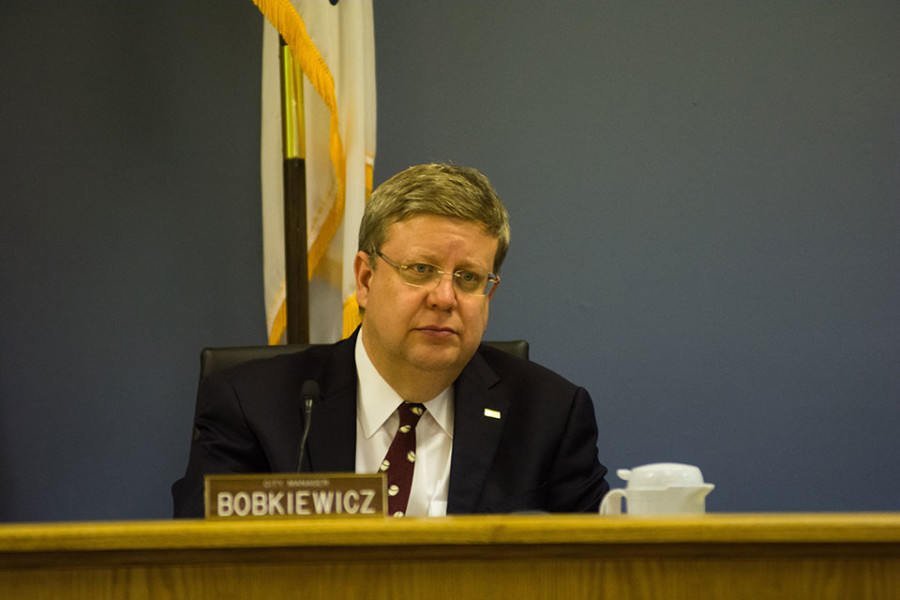 City+manager+Wally+Bobkiewicz+attends+a+City+Council+meeting.+Aldermen+voted+to+pass+Monday+the+city%E2%80%99s+2016+budget%2C+including+a+2+percent+increase+to+fund+police+and+fire+pensions.+