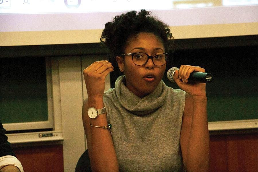 Medill senior Taylor Shaw explains her struggle with depression at the Stigma Panel hosted by NU Active Minds. Around 40 people were at the Stigma Panel to hear four different student panelists speak about their mental illness experiences.