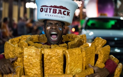 Captured: Fans gather for Outback Bowl parade on New Year's Eve