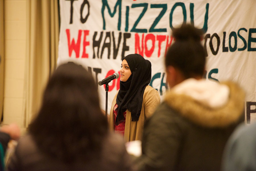 Medill+junior+Zahra+Haider+speaks+at+Monday+night%E2%80%99s+%E2%80%9CDecolonize+Your+Mind%E2%80%9D+event+hosted+by+NUDivest.+The+organization+announced+its+campaign+to+pressure+the+university+to+divest+from+security+company+G4S+at+the+event.