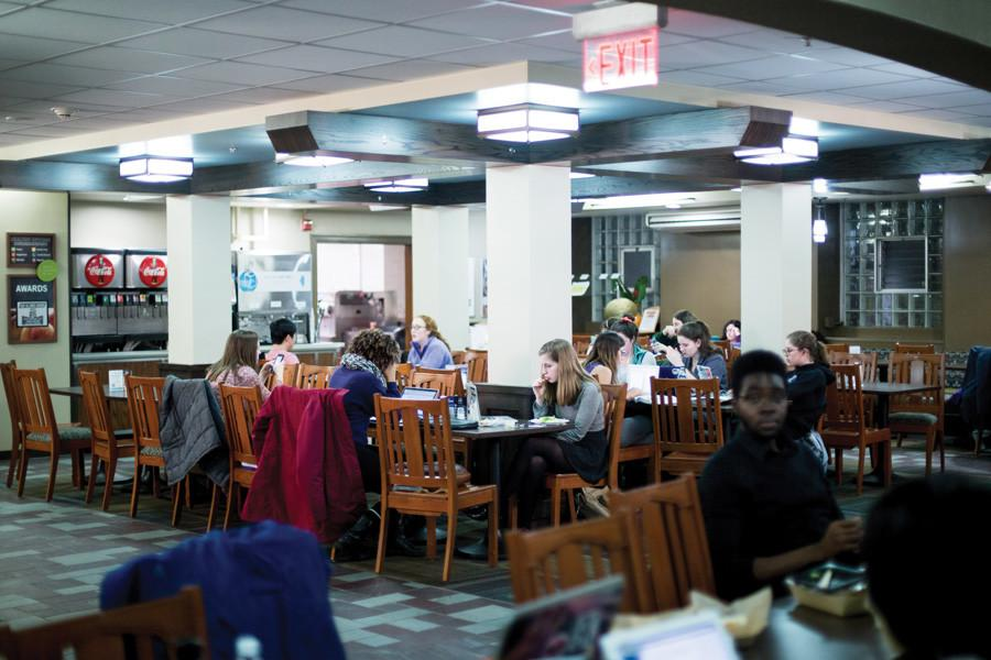 Students+eat+and+work+in+Fran%E2%80%99s+Cafe%2C+a+late-night+dining+spot+in+Willard+Residential+College.+With+Willard+scheduled+to+be+renovated+next+year%2C+a+similar+eating+location+will+open+in+1835+Hinman.+