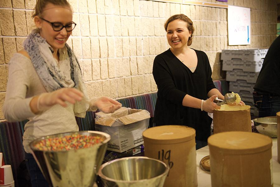 Students+distribute+ice+cream+at+January+Jamboree%E2%80%99s+ice+cream+sundae+bar.+Proceeds+from+the+sundae+bar+will+be+donated+to+Relay+for+Life.