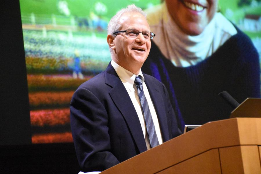 Gary Marx, Vaisman's husband and a reporter at the Chicago Tribune, tells stories about his late wife's knack for storytelling. Marx was one of many to speak about the journalist and educator in the packed McCormick Foundation Center Forum on Monday evening.